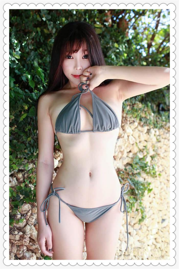 知性美女学生大胆自摸美乳,脱内裤侧露美臀诱惑写真集
